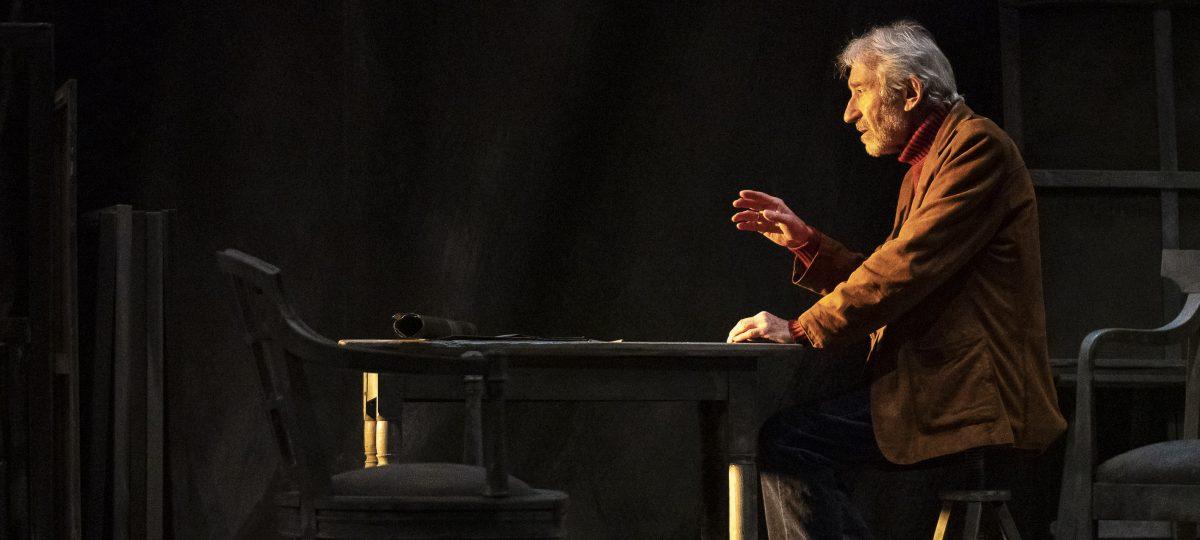 Señora De Rojo Sobre Fondo Gris Teatro Bellas Artes Teatro Bellas Artes